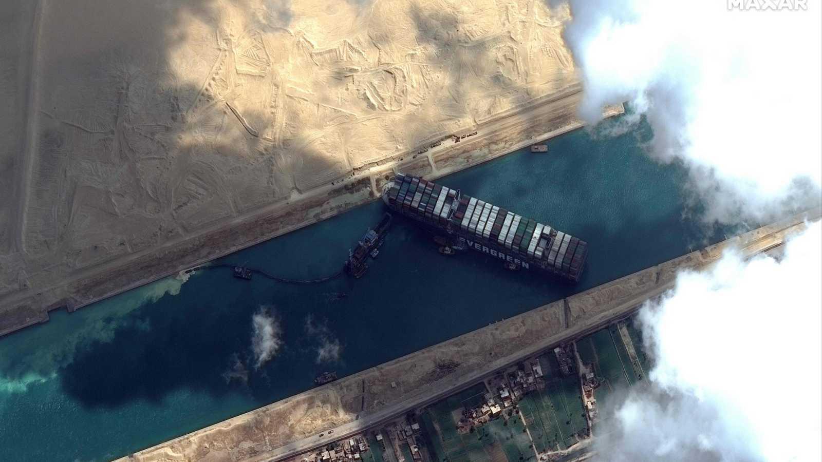 ¿Qué sucedió para que el Ever Given encallara en el Canal de Suez?