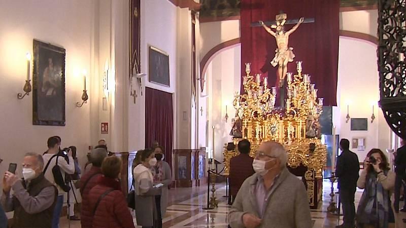 Sevilla afronta otra Semana Santa atípica, aunque con los templos abiertos