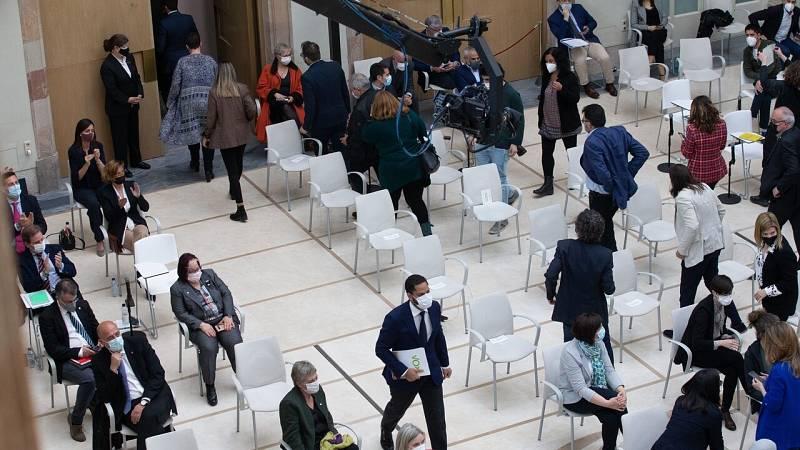 Diputados de ERC, JxCat, la CUP, PSC y los 'comunes' abandonan el pleno del Parlament en la intervención de Vox