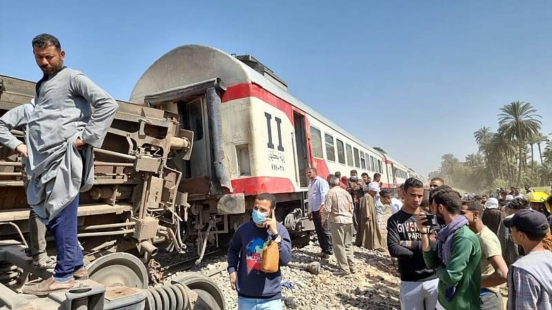 Al menos 32 muertos y más de 160 heridos en un accidente ferroviario en Egipto