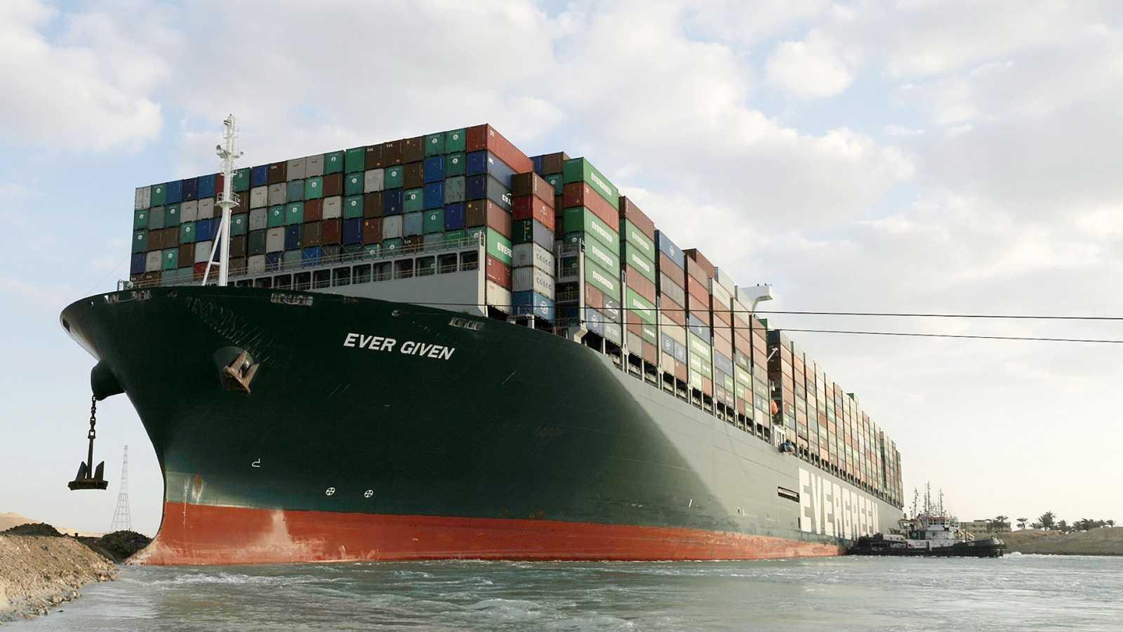 Reflotado parcialmente el buque encallado en el Canal de Suez tras seis  días de bloqueo marítimo