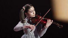 La dulce Sofía levanta de la silla a los jueces con su violín