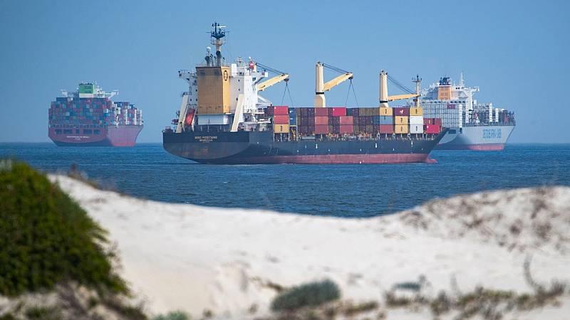 Duplican el ritmo de paso de buques en el Canal de Suez para devolver a la normalidad el tráfico marítimo
