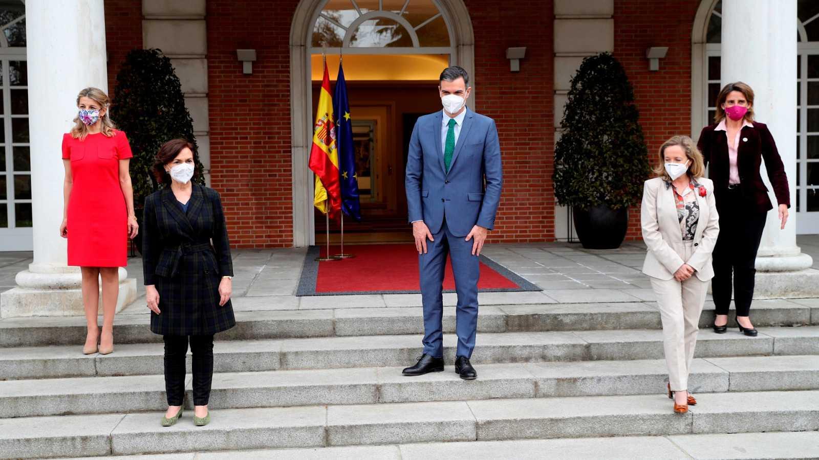 Sánchez refuerza el perfil feminista del Gobierno con cuatro mujeres vicepresidentas