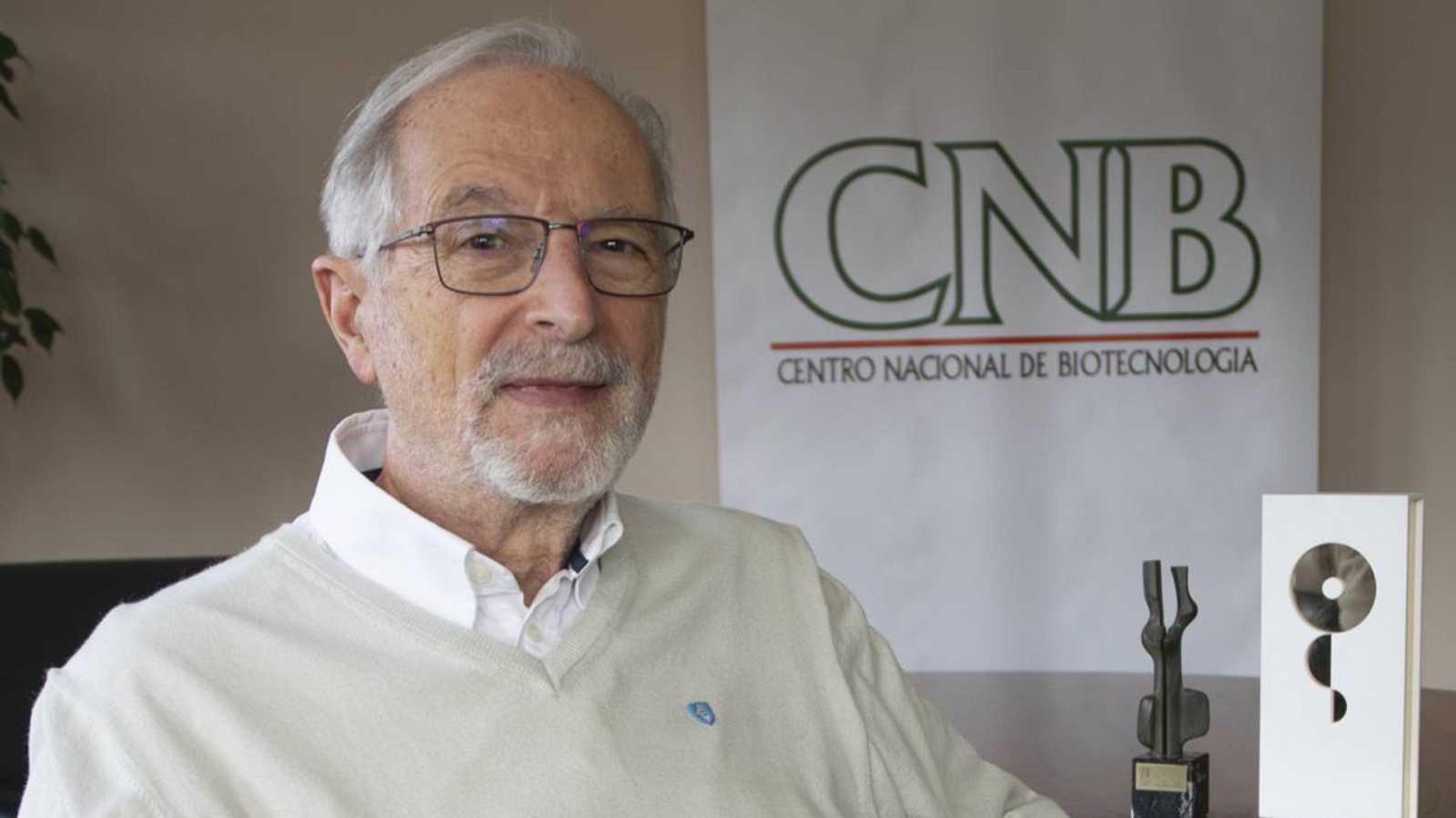 """Luis Enjuanes, virólogo del CSIC, trabaja en una """"innovadora"""" vacuna española para """"una inmunidad más completa"""" contra la COVID"""