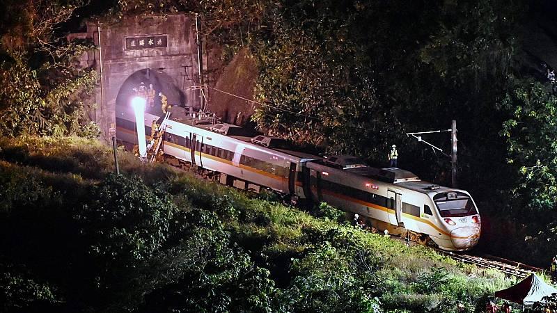 Más de 40 muertos tras descarrilar un tren en Taiwán
