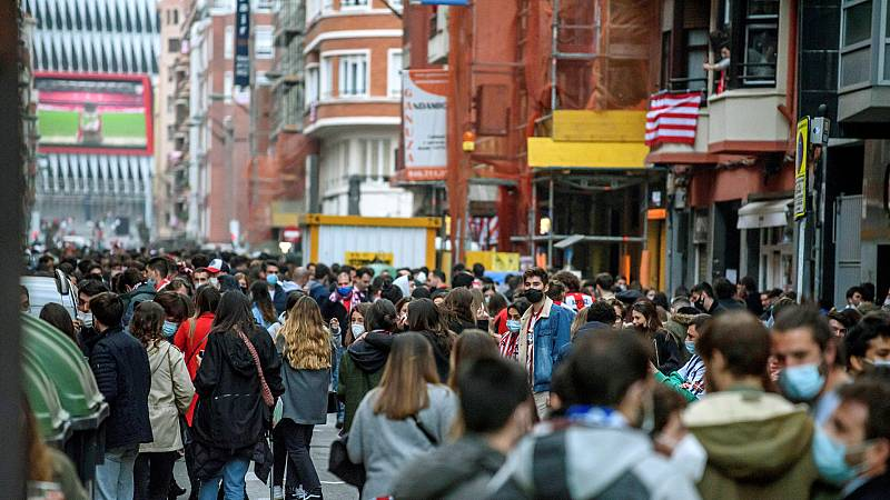 La Ertzaintza carga en Bilbao para disolver a los hinchas del Althetic