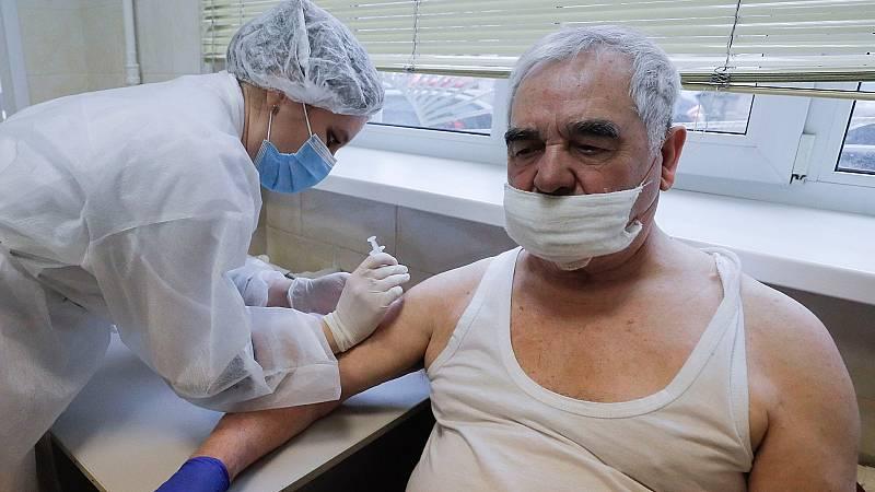 Los contagios y muertes se disparan en Ucrania mientras los rebeldes prorrusos se vacunan con la Sputnik