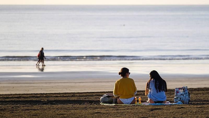El sector turístico canario da el primer semestre de 2021 por perdido mientras se aferra al turista local