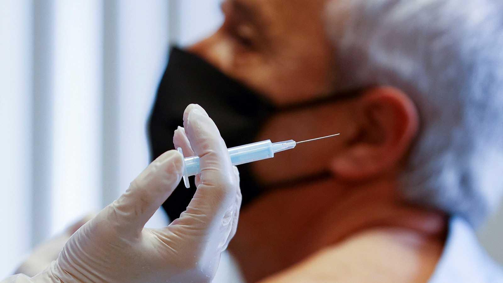 """Simón explica que la variante británica """"nos podría estar favoreciendo"""" al bloquear la propagación de otras más resistentes a las vacunas"""