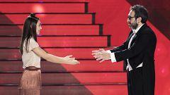 Zapata no puede evitar emocionarse al escuchar a Lorena cantar