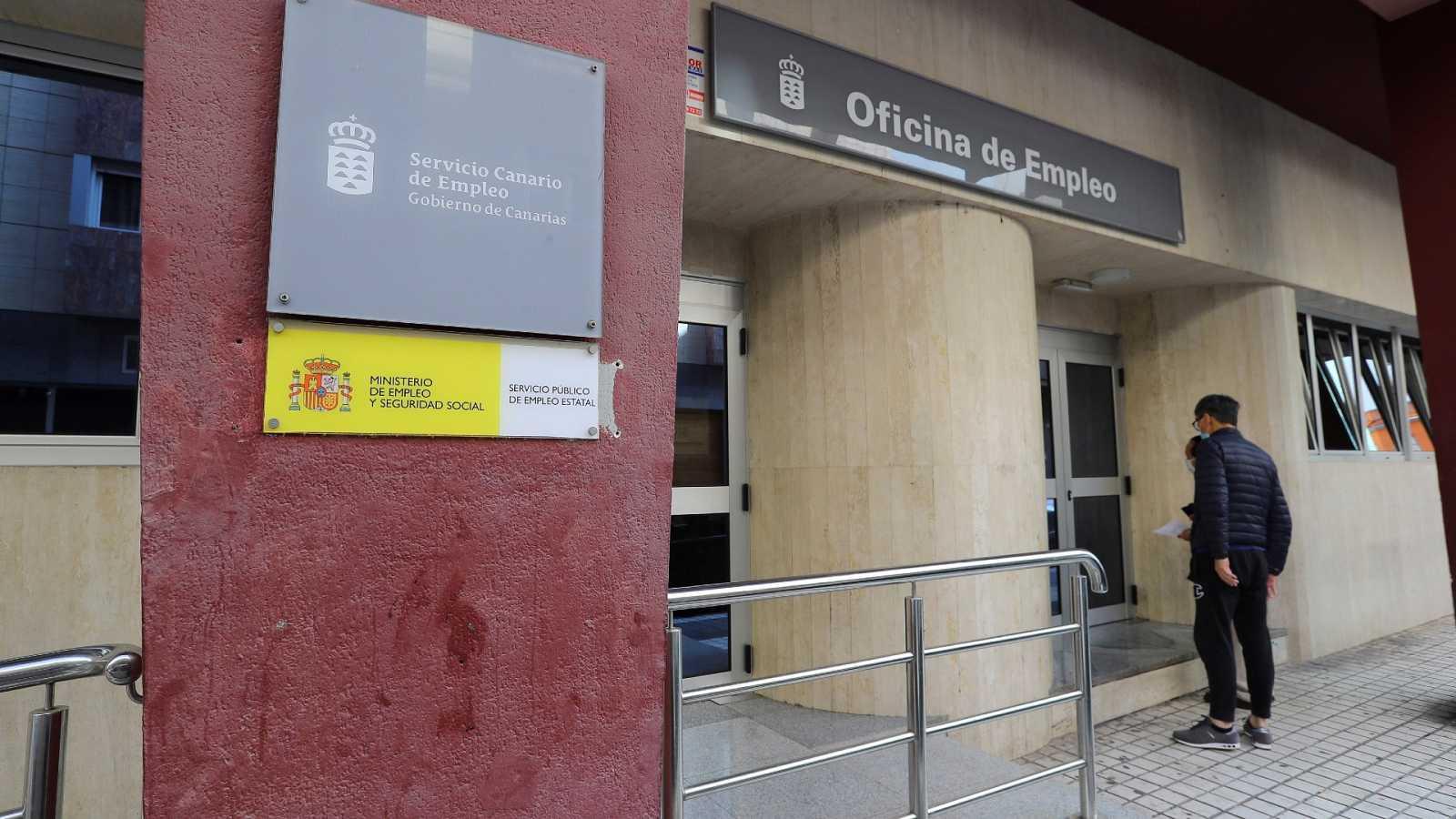 Un año de pandemia en España deja 401.328 parados más y 743.628 trabajadores en ERTE