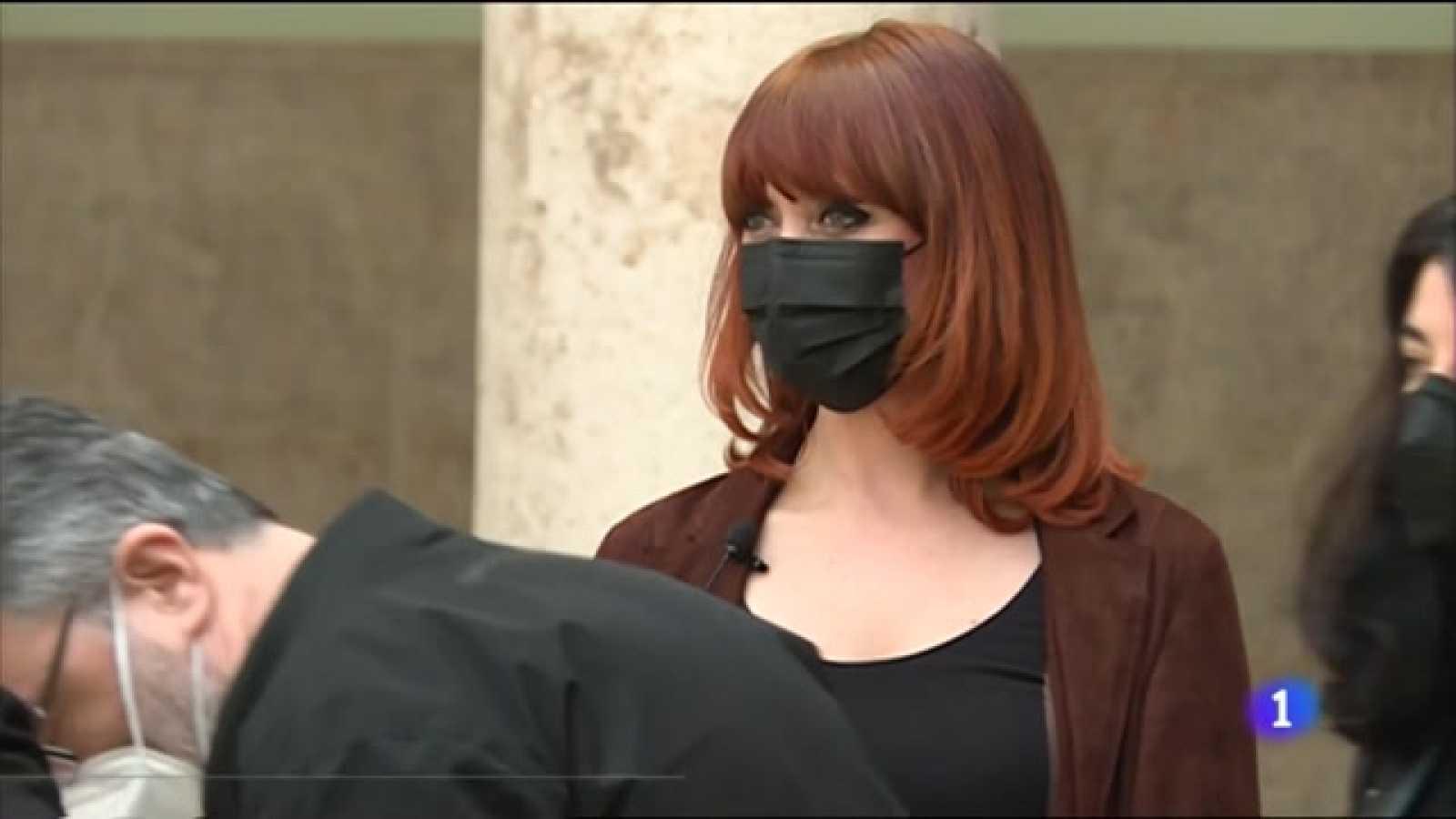 Paula Bonet vuelve a la pintura en La Nau de Valencia