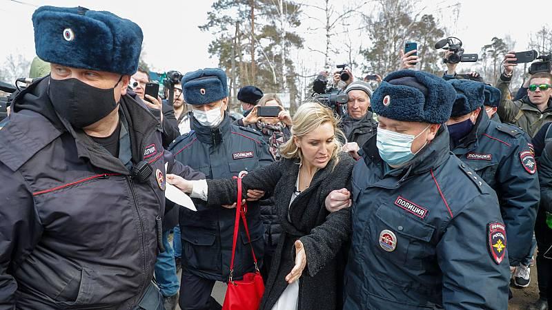 Detenida la doctora de Navalny mientras exigía atención médica para el opositor ruso