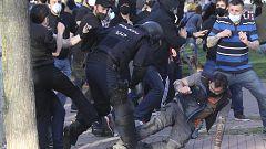 Tensión y cargas policiales en el acto de precampaña de Vox en Vallecas