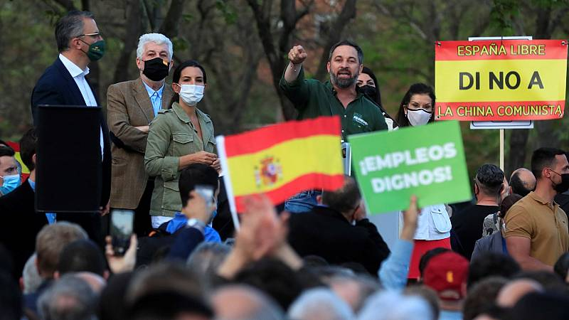 Dos detenidos y 14 heridos en los disturbios por el mitin de Abascal y Monasterio en Vallecas