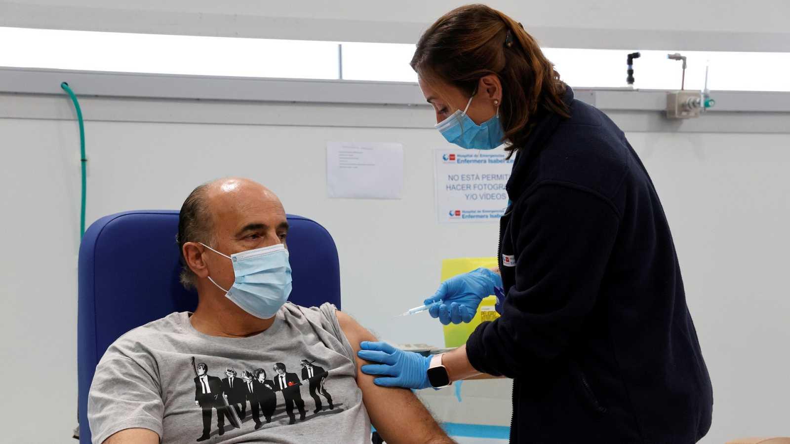 Sanidad establece la vacunación con AstraZeneca para mayores de 60 años