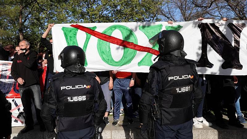 Robles, Casado y Arrimadas condenan los disturbios en Vallecas durante un acto de Vox