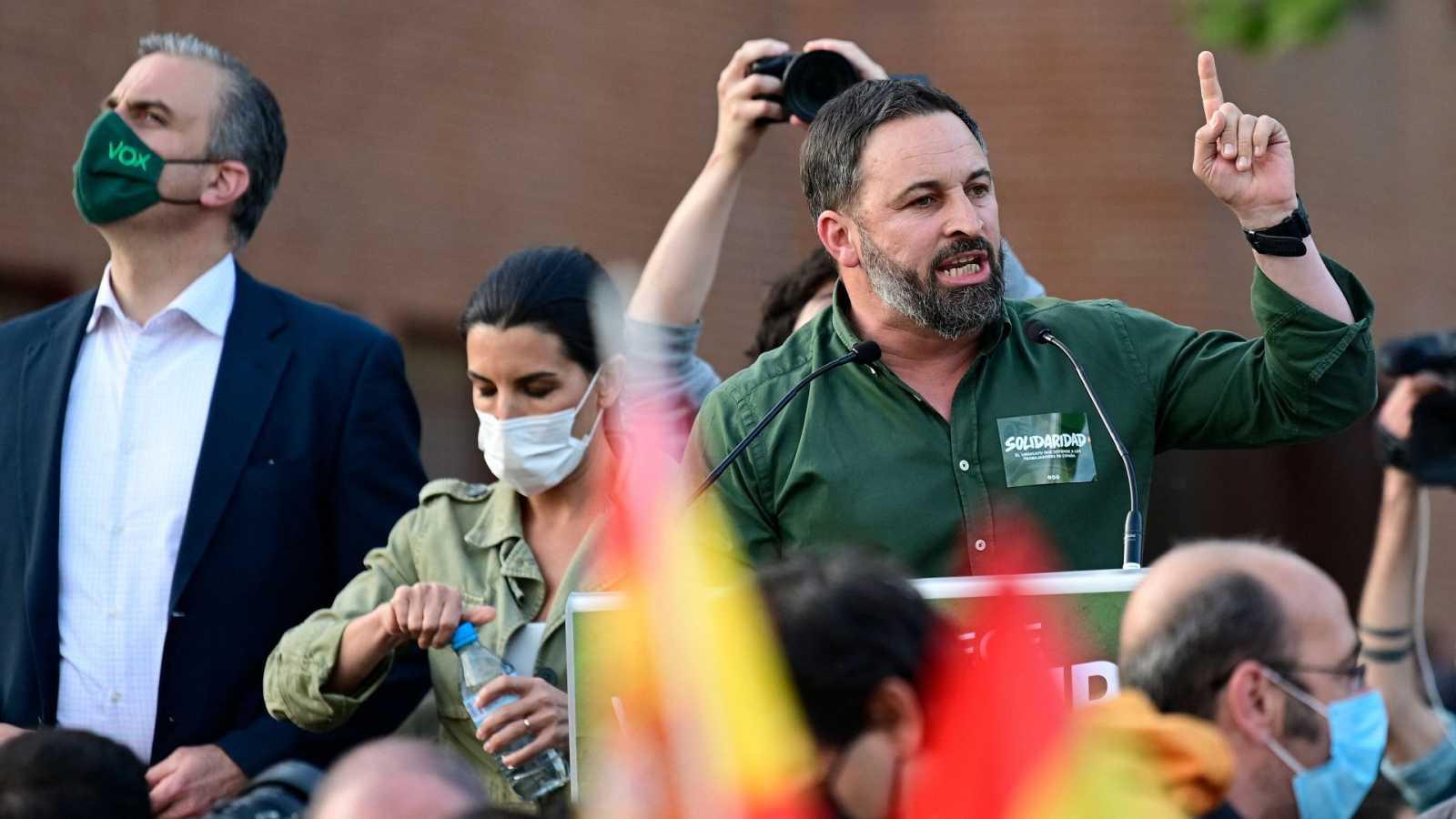 Tensión en el acto de VOX en Vallecas