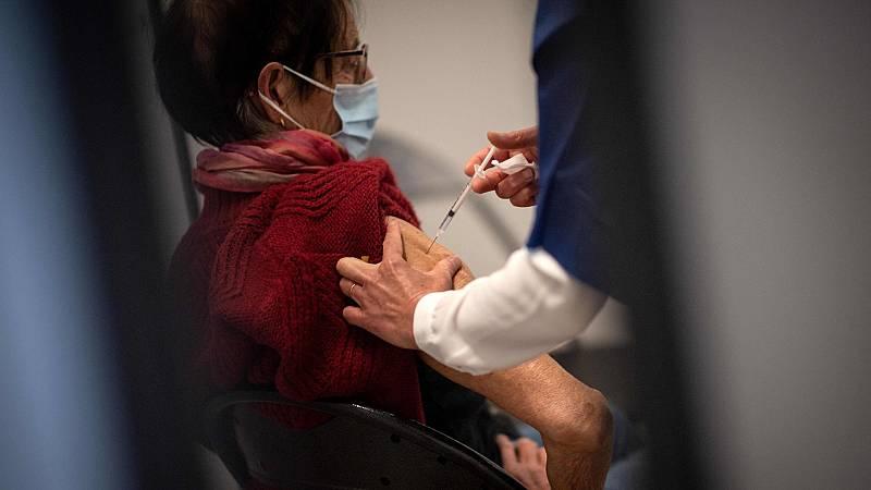 La incertidumbre sobre AstraZeneca provoca cancelaciones de las citas para vacunarse