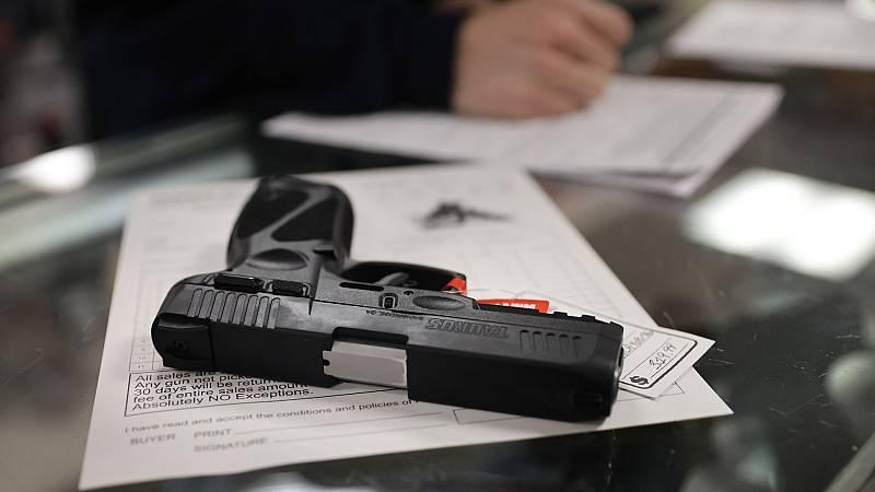 Biden anuncia sus primeras medidas contra la violencia de armas de fuego