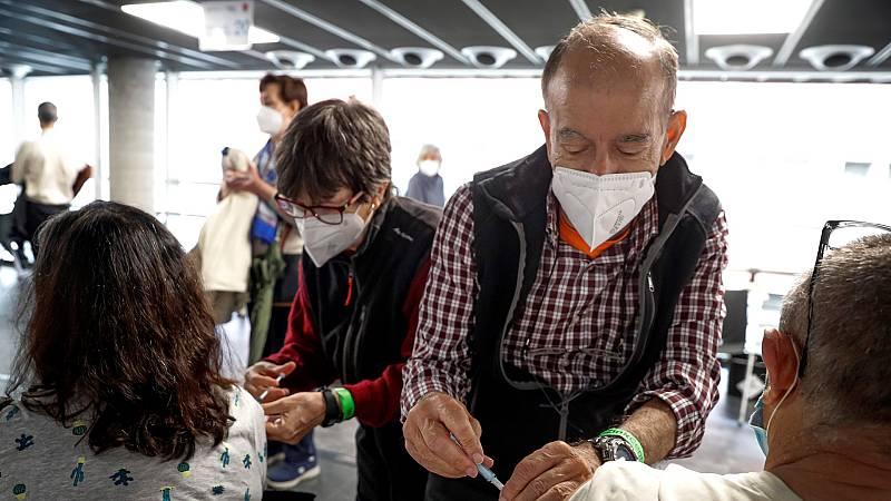 Sanitarios jubilados se reincorporan al trabajo para ayudar en la vacunación