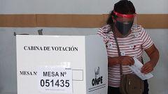 Los peruanos acuden a las urnas con el país sumido en una profunda crisis política por corrupción