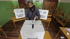 Los ecuatorianos acuden a las urnas para elegir en segunda vuelta al nuevo presidente