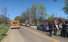 Un estudiante muere y un policia herido en un nuevo tiroteo en Estados Unidos