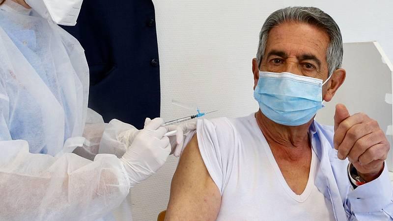 """Miguel Ángel Revilla, presidente de Cantabria, tras vacunarse: """"No sé qué me han puesto, pero no tengo ningún miedo a la AstraZeneca"""""""