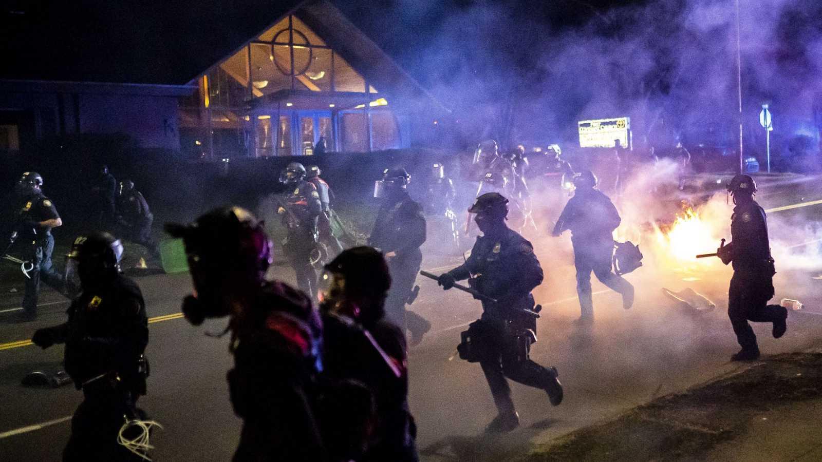 Segunda noche de disturbios en Mineápolis tras la muerte de Daunte Wright en una detención policial