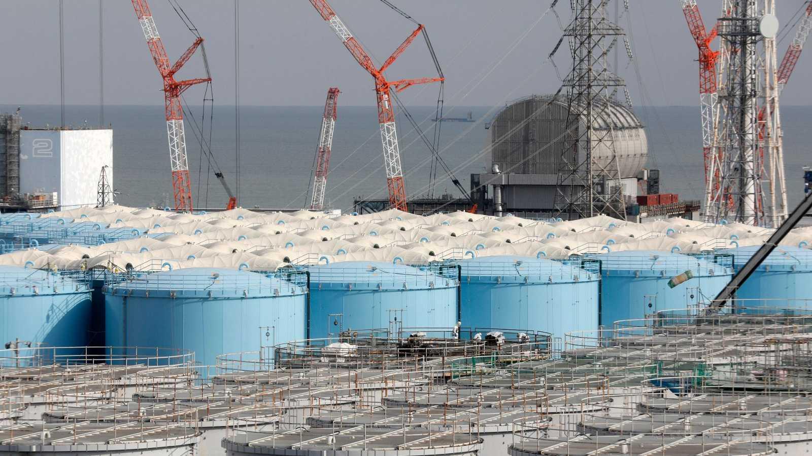 El gobierno de Japón decide verter al Pacífico el agua contaminada de la  central de Fukushima