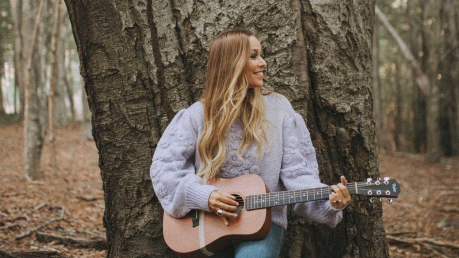Siete años después de retirarse para ser empresaria y madre, Beth regresa con un nuevo disco