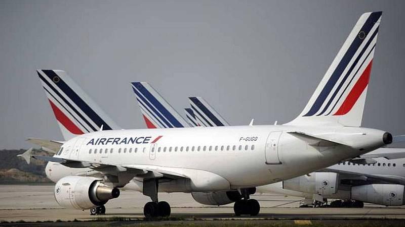 Francia prohíbe los vuelos domésticos que se puedan realizar en menos de dos horas y media en tren