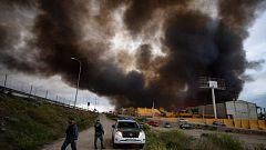 Un incendio en Seseña (Toledo) produce una nube de humo visible en Madrid