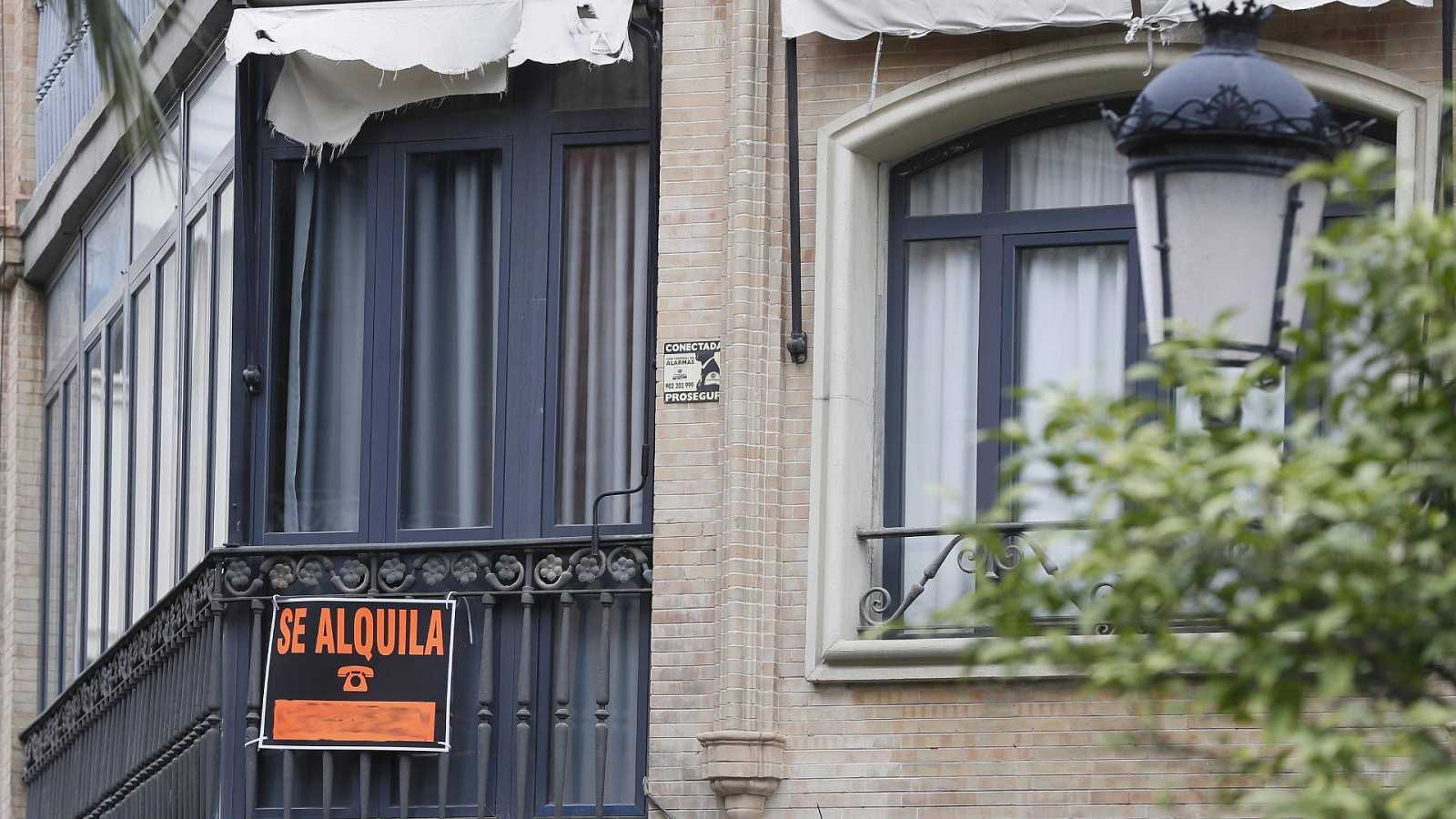 Sánchez anuncia que el Gobierno ampliará tres meses la moratoria de alquiler y la suspensión de desahucios