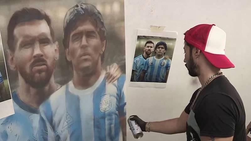 Un artista argentino triunfa con sus retratos de Maradona