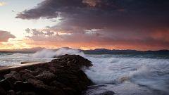 Viento fuerte en el Estrecho e intervalos de fuerte en Alborán y norte de Galicia