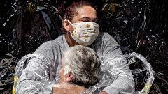 'El primer abrazo de la pandemia' del danés Mads Nissen gana el premio a la foto del año en el World Press Photo