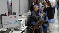 Madrid no descarta cerrar centros de vacunación masiva si no llegan más vacunas