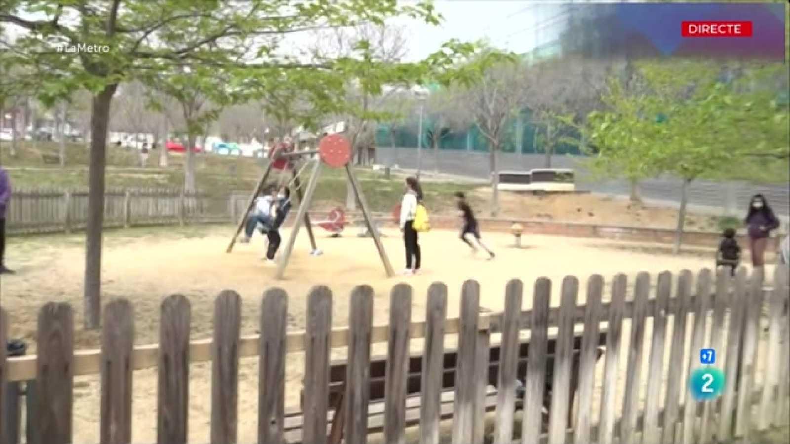 Parlem del conflicte veïnal que hi ha a Mataró per la substitució d¿un parc infantil, davant d¿una escola, per un corre cans.