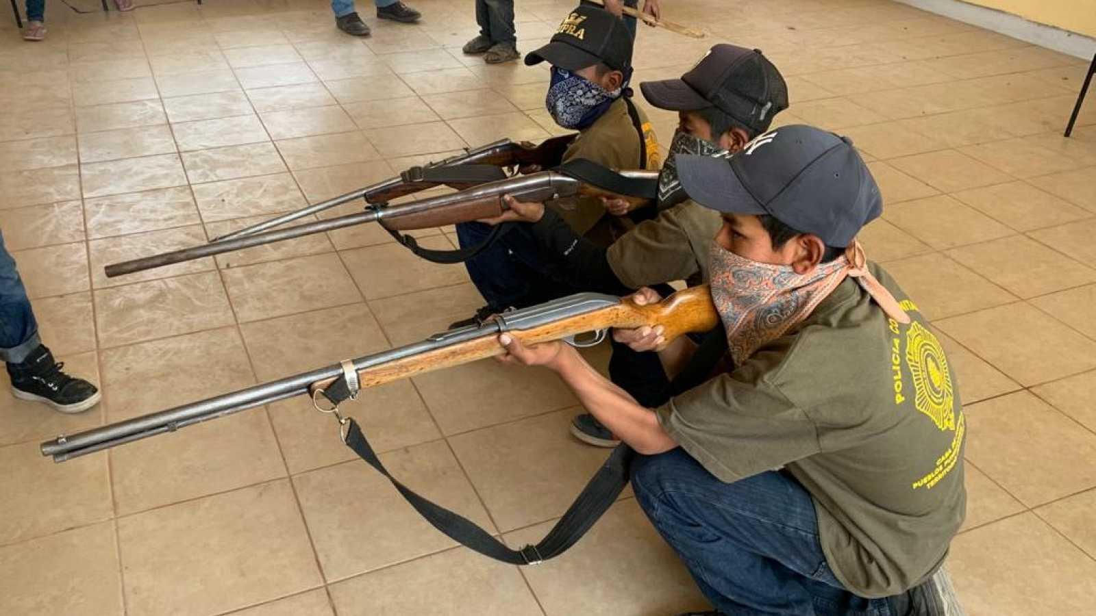 Un pueblo mexicano ha armado a menores de edad para protegerse del narcotráfico
