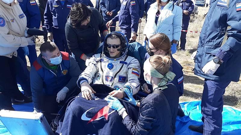 La nave rusa Soyuz MS-17 aterriza en Kazajistán con tres astronautas a bordo