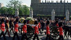 Los funerales multitudinarios de Diana de Gales y la Reina Madre en la Casa Real Británica
