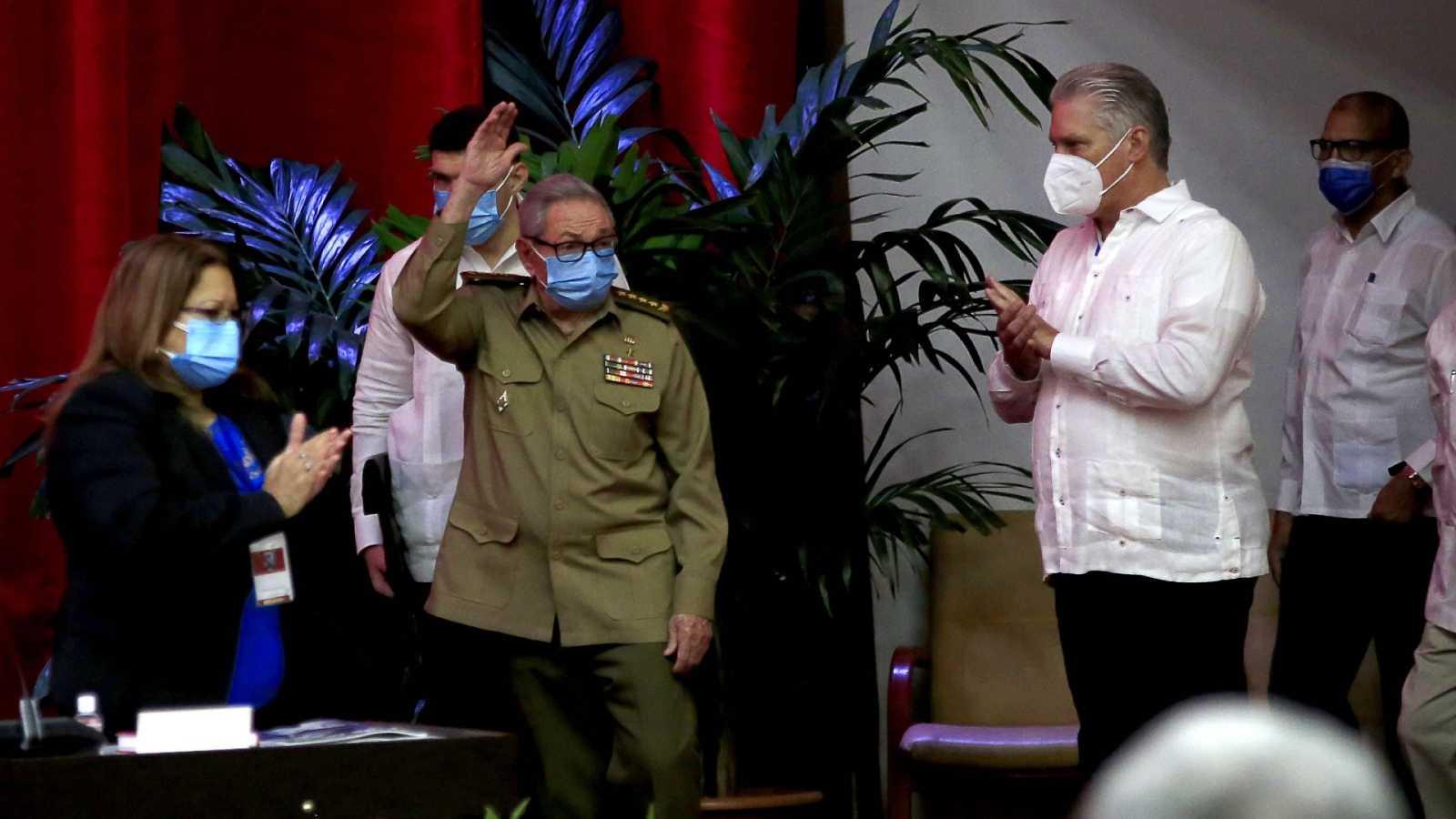 Raúl Castro deja el liderazgo del Partido Comunista de Cuba en plena crisis económica