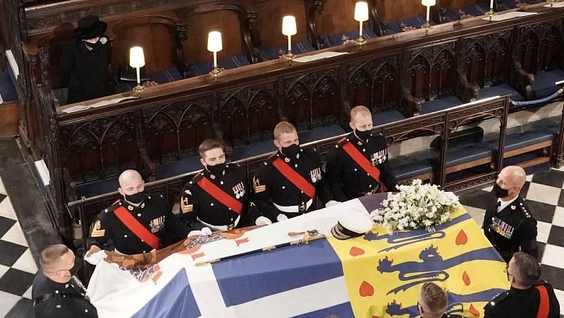 La familia real británica despide al duque de Edimburgo en una ceremona íntima