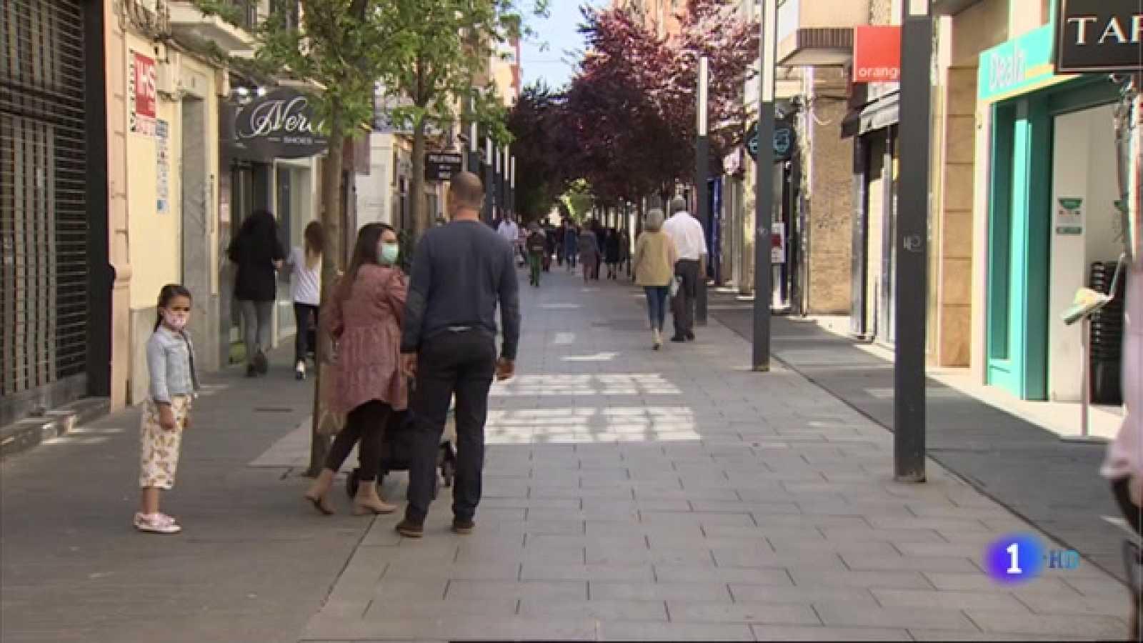 Apertura de nuevas tiendas en la calle Menacho de Badajoz - 19/04/2021