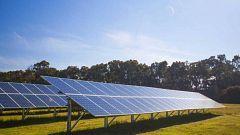 La expansión de los huertos solares en el campo divide a los agricultores