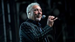 Tom Jones versiona sus grandes éxitos en su nuevo disco, 'Surrounded by time'