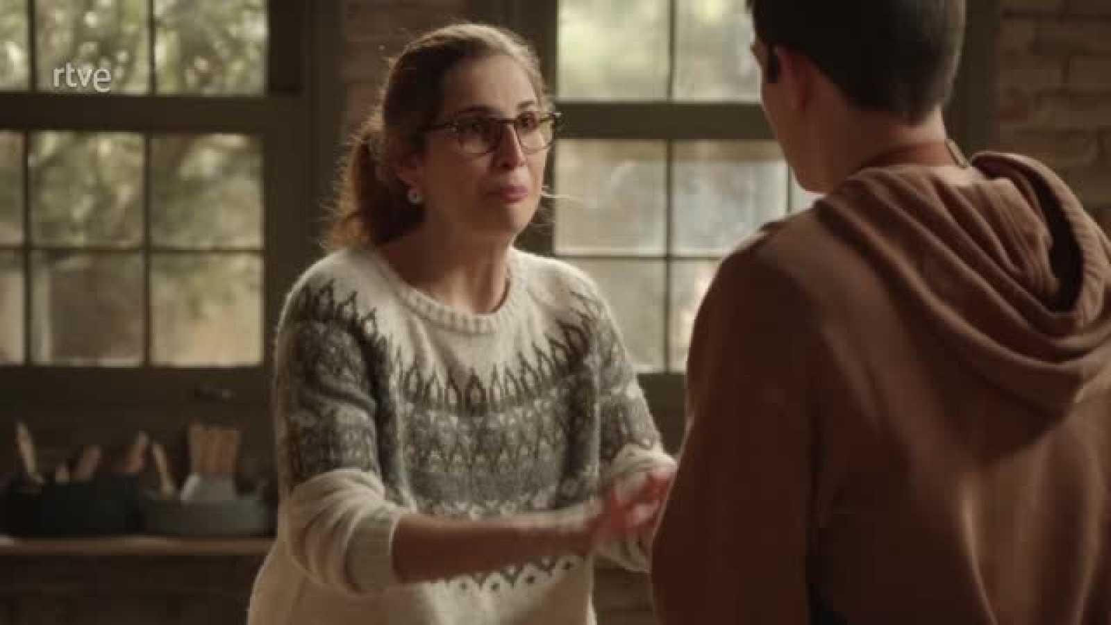 Julia despide a Ribero en el taller y Elena renuncia